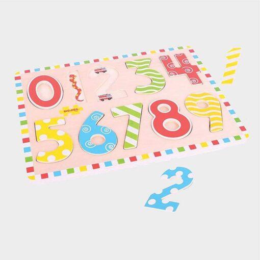 Ξύλινο παιχνίδι πάζλ σφηνώματα με πολύχρωμους αριθμούς