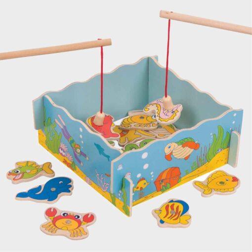 ξύλινο κουτί μα ψαράκια και δύο καλάμια με μαγνήτη για ψάρεμα