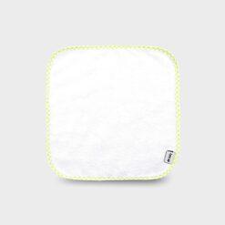 Τετράγωνο πανάκι 28Χ28 εκατοστά για τις γουλίτσες του νεογέννητου λευκό από μαλακό φροτέ ύφασμα διπλής όψης ή από πετσέτα με καρώ ρέλι σε λαχανί χρώμα.