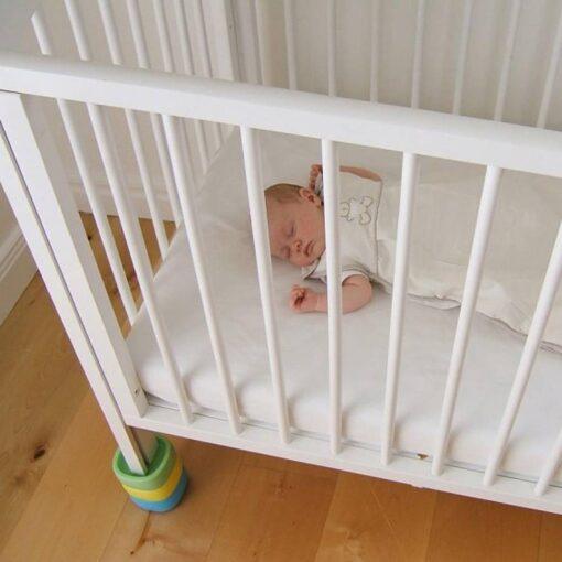τουβλάκια για το βρεφικό κρεβάτι και τη δημιουργία ανάκλισης στη μία πλευρά